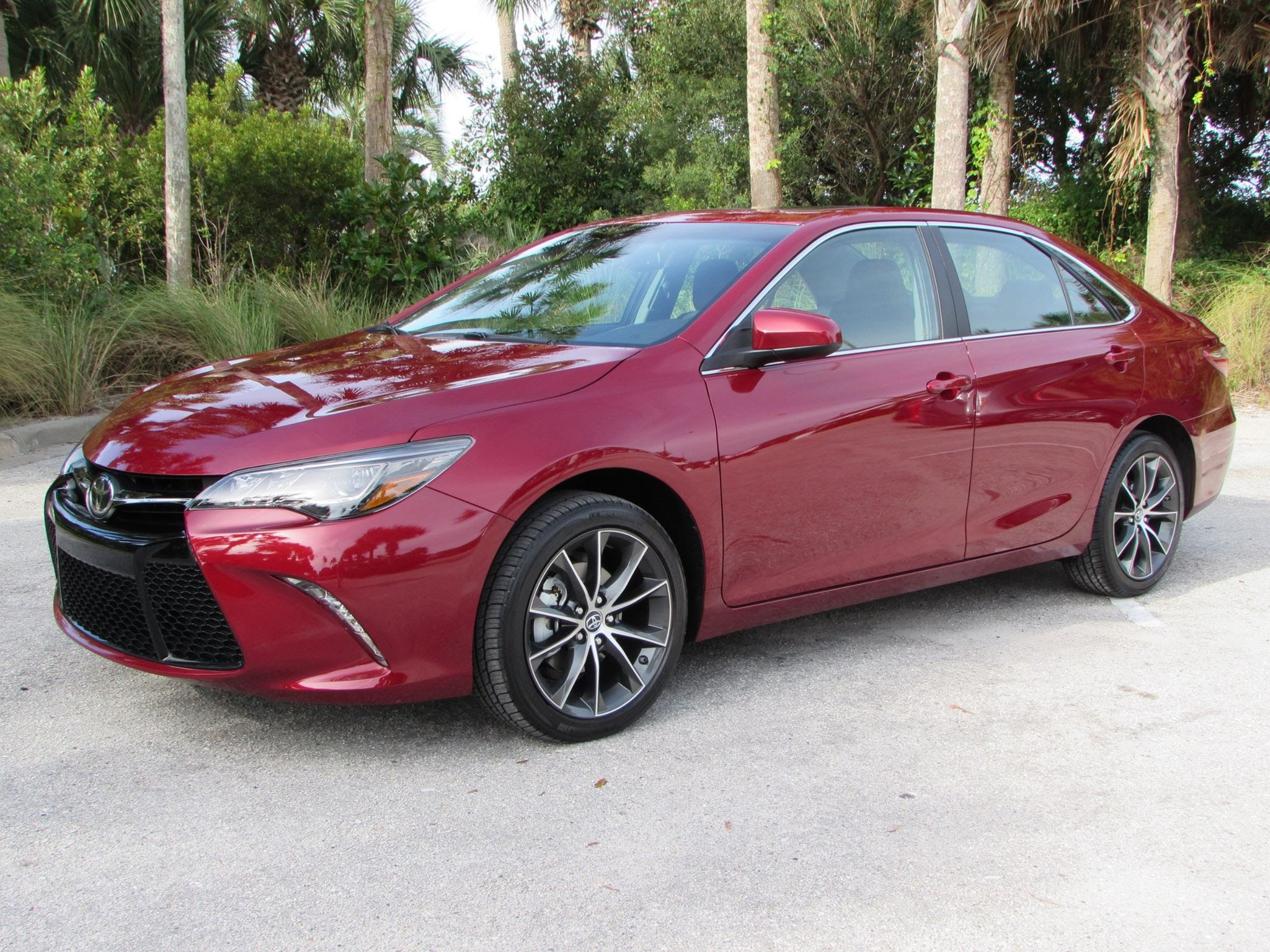 2016 Toyota Camry XSE Car Review Video